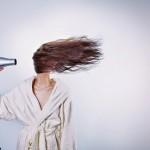 Hoe droog ik mijn haar veilig met de haardroger?