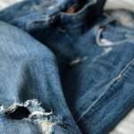 Trend: jeans met scheuren op knie